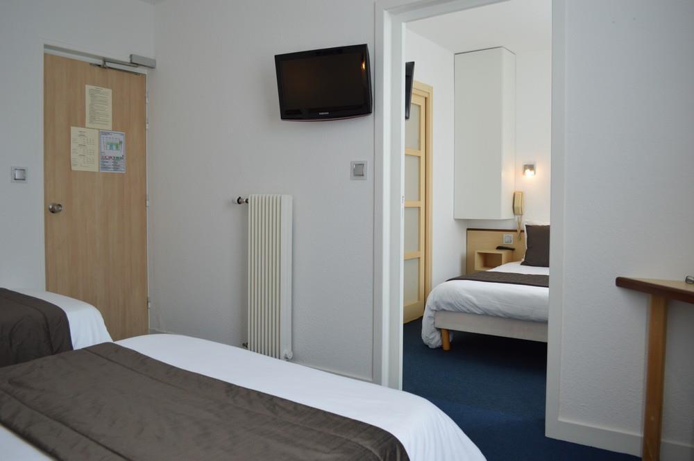 Chambre familiale communicante pr s de locquirec hotel for Chambre communicante